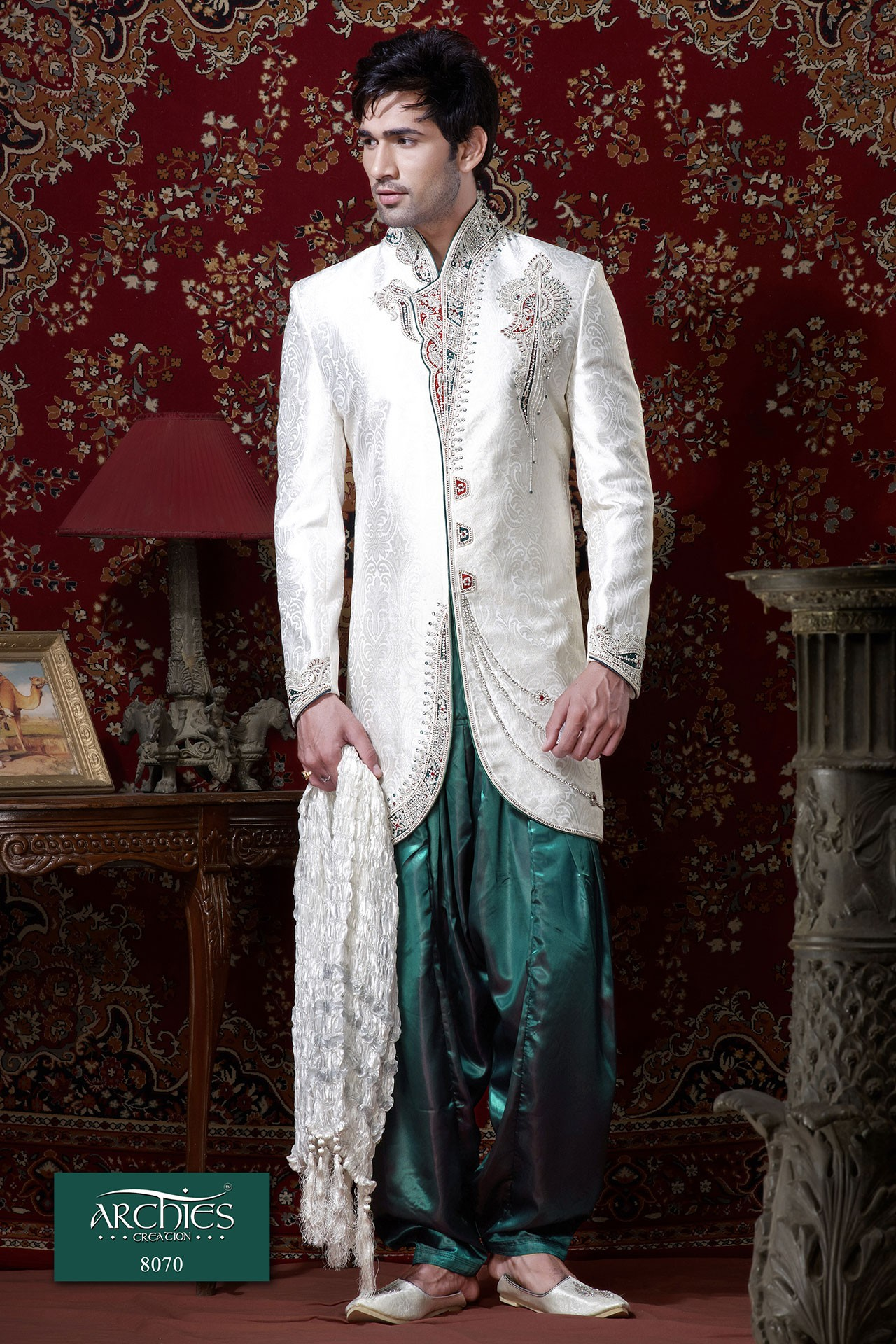 TRADITIONAL WHITE INDOWESTERN