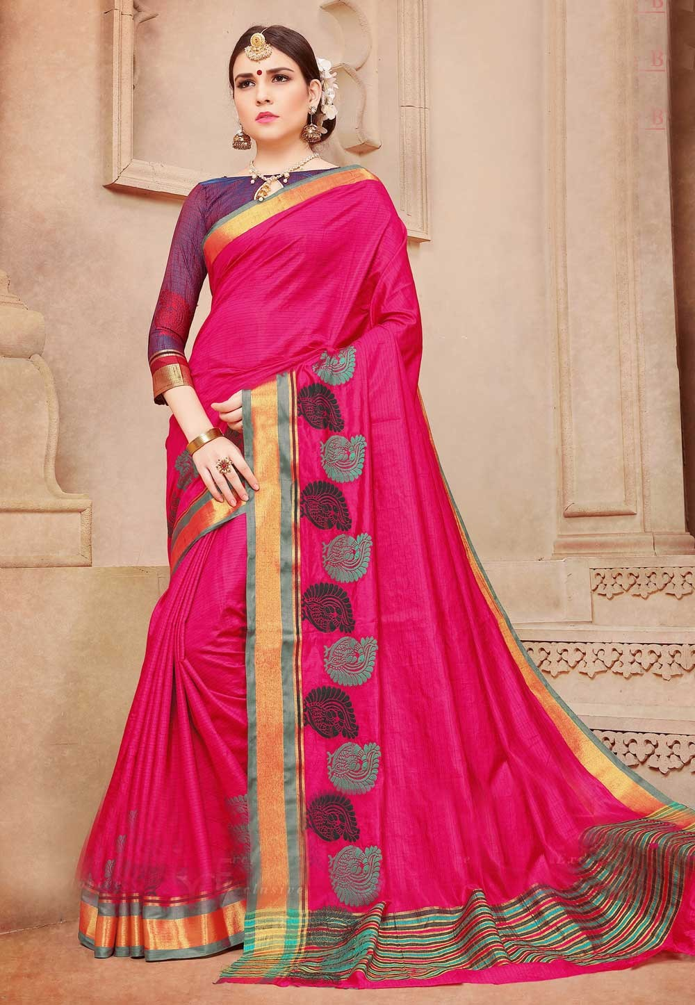 Red Color Saree With Nice-looking Plain Pallu