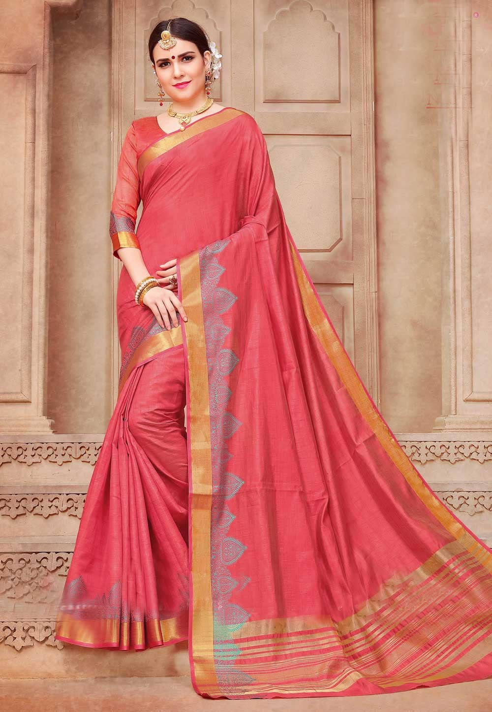 Appealing Plain Pallu Saree in Pink Color