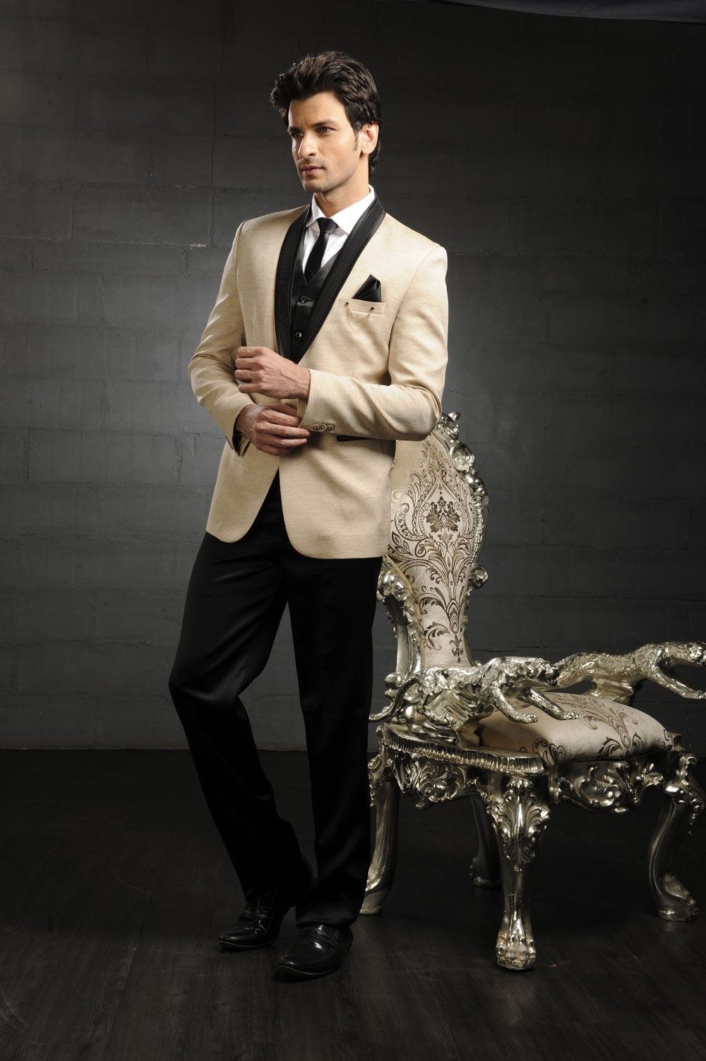Designer Tuxedo Mens Wedding Suits Online