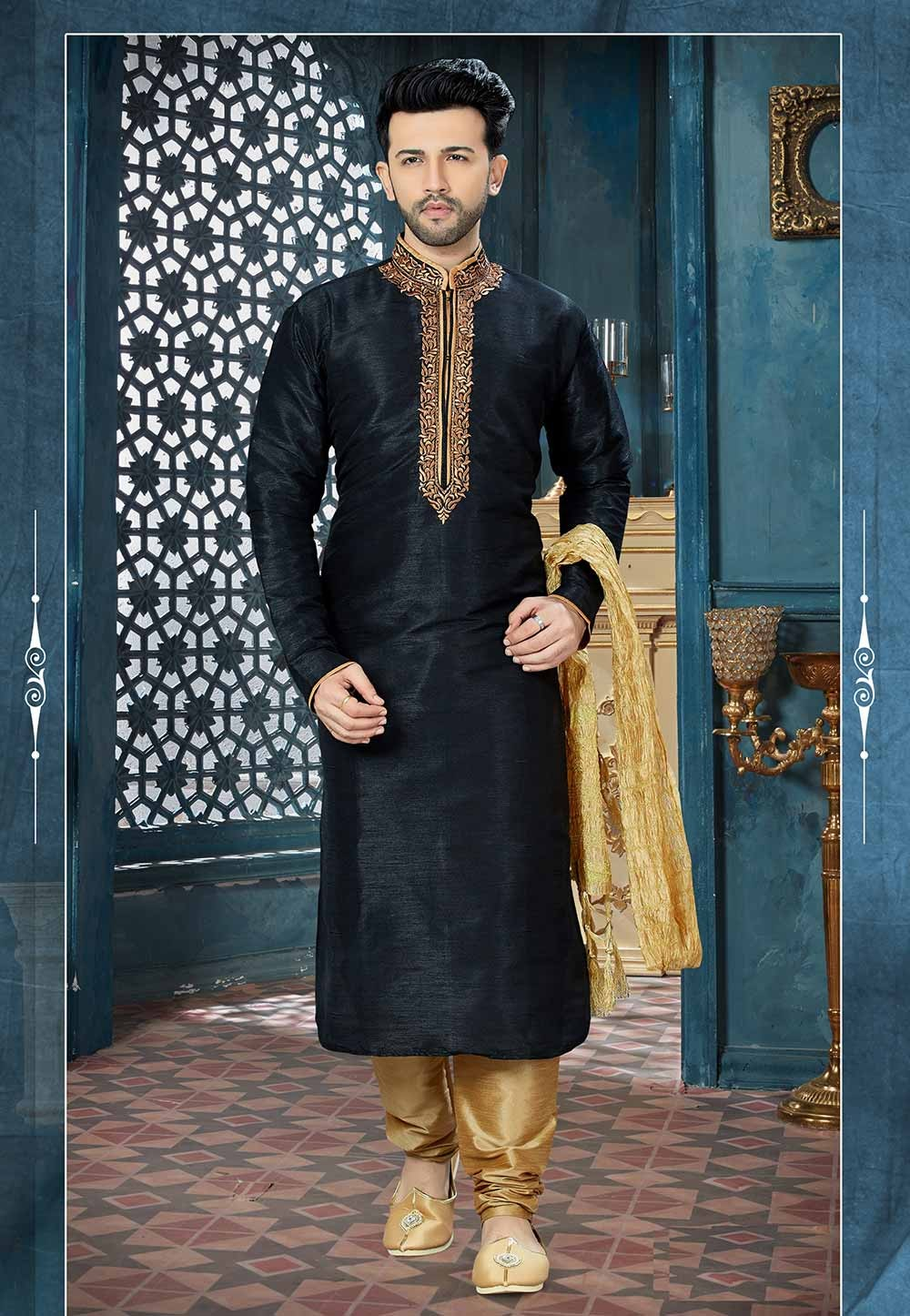 Black Color Men's Kurta Pajama.