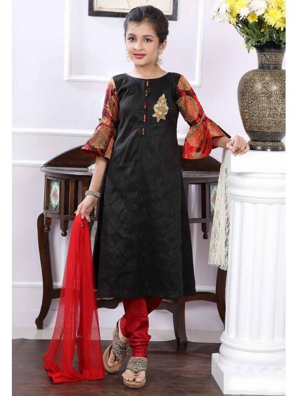 Black Colour Salwar Kameez.